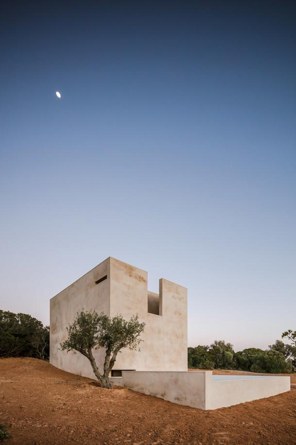 Часовня в Португалии по проекту Алваро Сизы Виейры