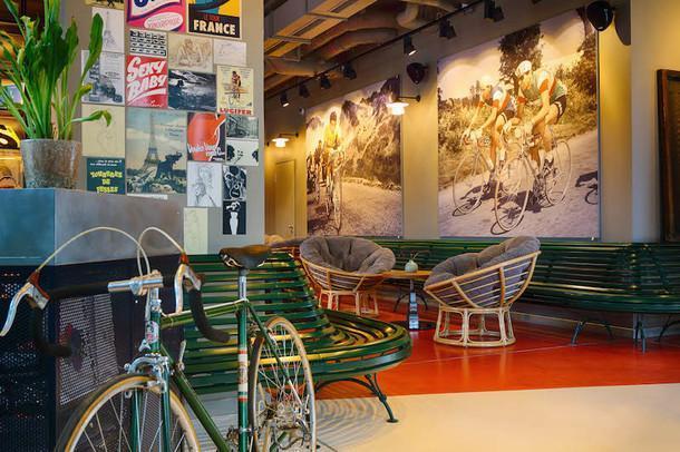 Эклектичный отель для молодежи в Дюссельдорфе