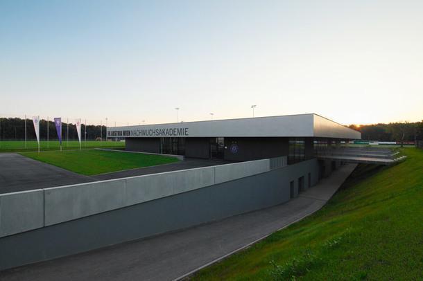Где тренируются футболисты: 5 спортивных баз со всего мира