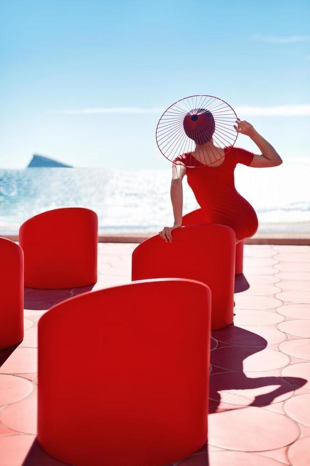 Кресла-помады: новая коллекция уличной мебели