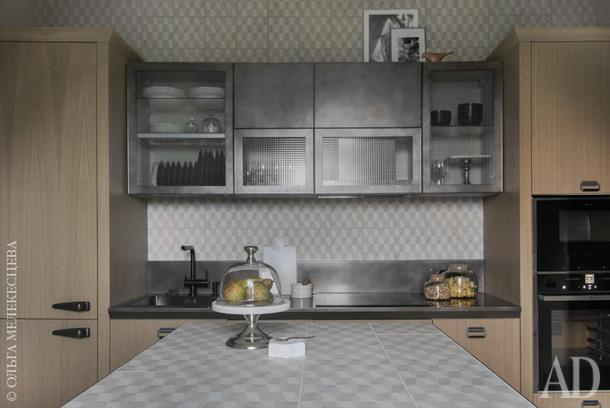 "Кухня. Плитка, Mutina; мебель, Scavolini Diesel; декор, ""Урбаника"", Liberty Home."