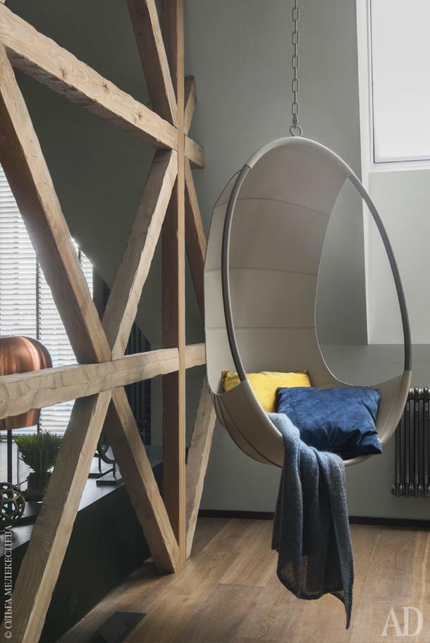 Столовая. Подвесное кресло, Ivano Redaelli; плед, BoConcept.