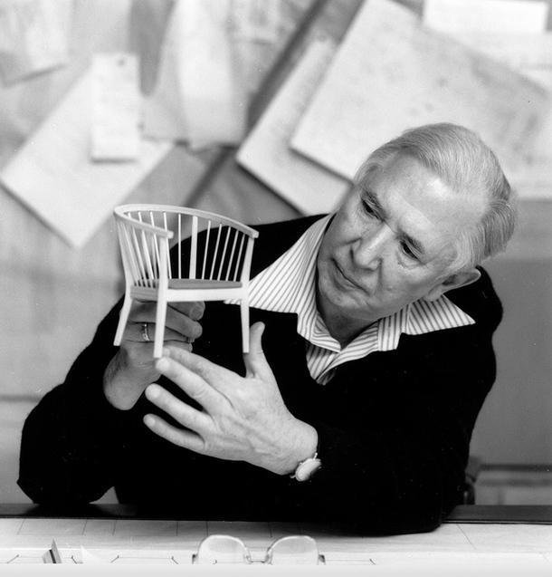 Дизайнер Ханс Вегнера.