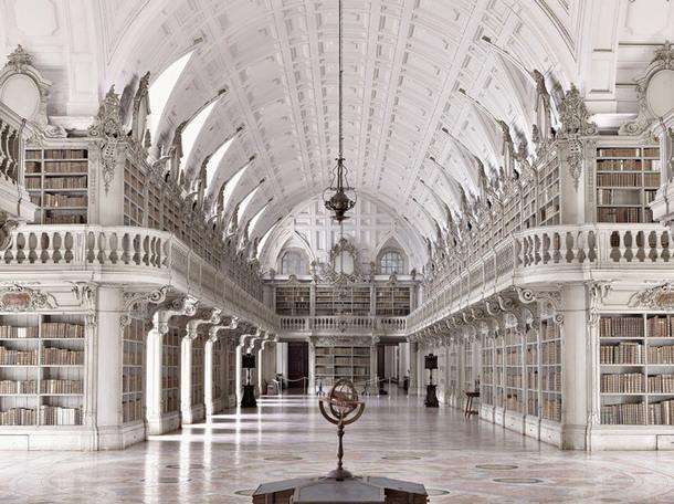 Biblioteca do Convento de Mafra, Мафра, Португалия.