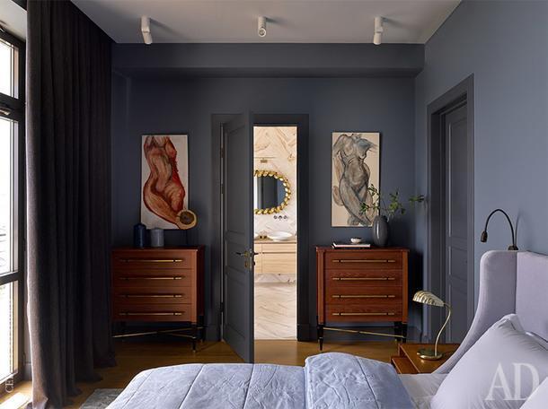 Фрагмент спальни. Кровать, комоды Аny Home, прикроватные столики винтажные, мебель в ванной Villeroy&Boch.