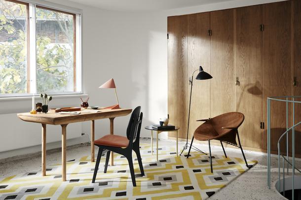 Деревянный стол в стиле mid-century modern