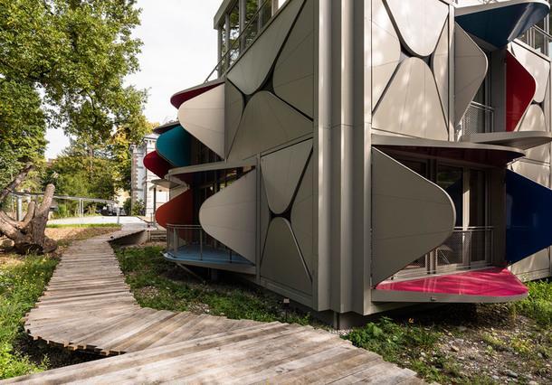 Дом с необычным фасадом в Цюрихе