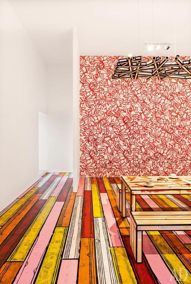 Экспозиционный зал в одном из амбаров. Скамья и стол Dirty, керамическая посуда Tree Trunks, светильник Harvest — все по дизайну Ричарда Вудса.