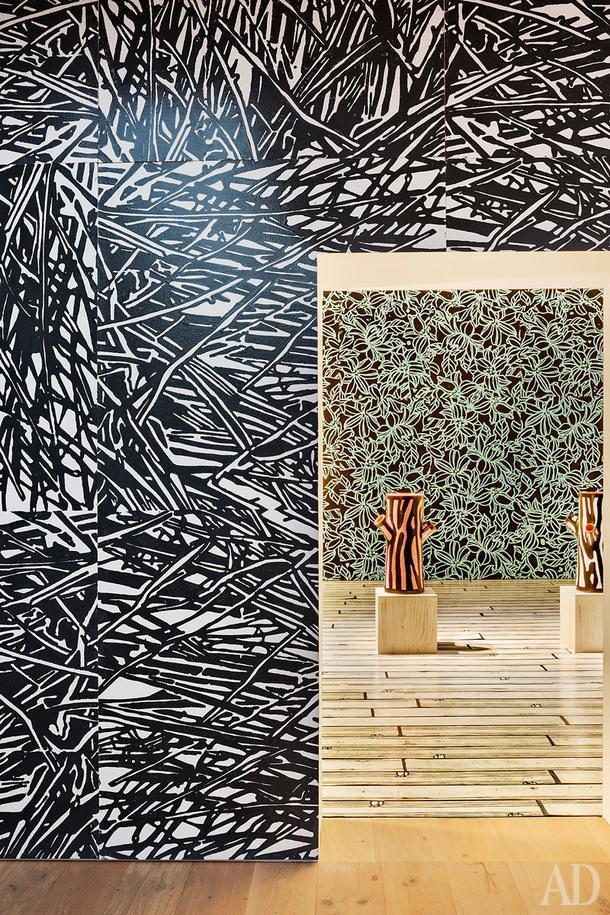 Экспозиционный зал водном из амбаров. Оформление и объекты по дизайну Ричарда Вудса.