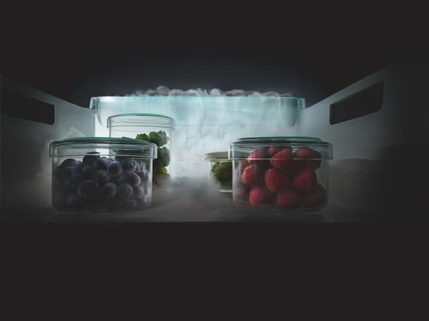 Система NoFrost избавит от необходимости размораживать холодильник. При этом лёд не намерзает и на замороженных продуктах, а выдвижные секции легко достать и вернуть на место.
