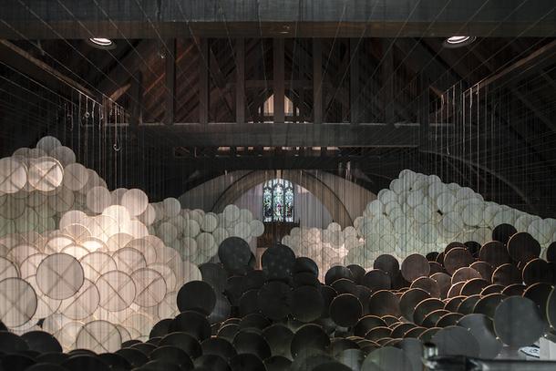 Инсталляция из 15 тысяч воздушных змеев в Нью-Йорке