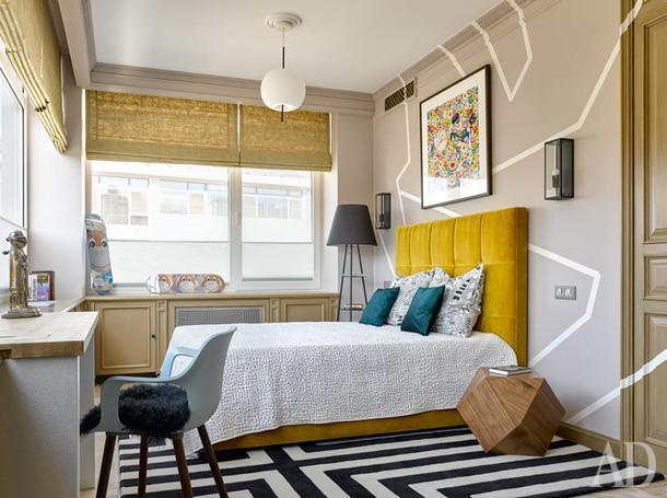 Комната старшего сына. Кровать, Meridiani; торшер, Mogg; стена расписана по эскизам дизайнеров. Люстры, Kundalini.