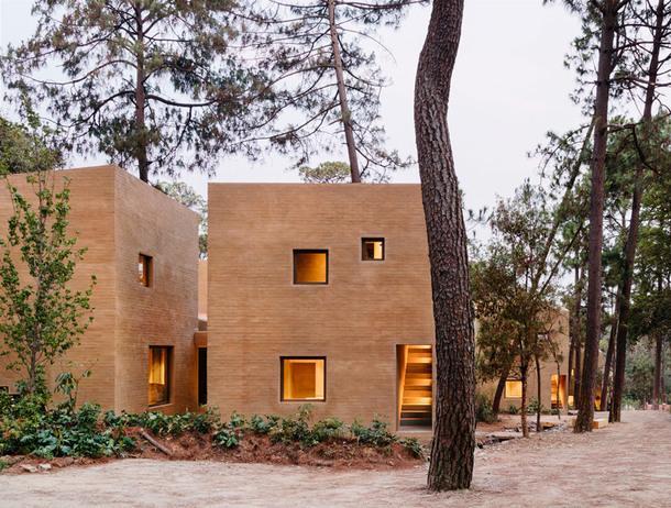 Комплекс домов в лесах Мексики