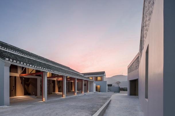 Уединенный отель в горах Китая