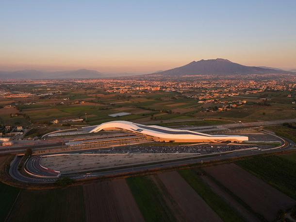 Вокзал под Неаполем по проекту Zaha Hadid Architects