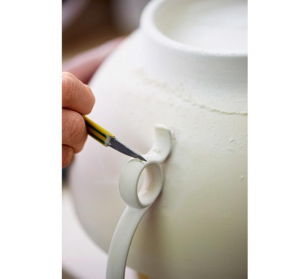 Процесс изготовления фарфоровой чашки.