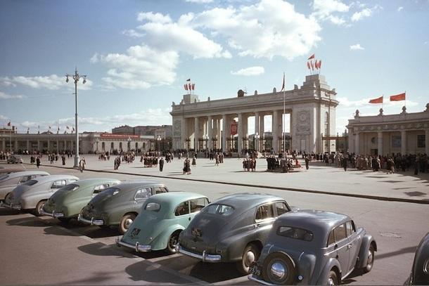 Главный вход в ЦПКиО им. М. Горького, 1960-е годы.