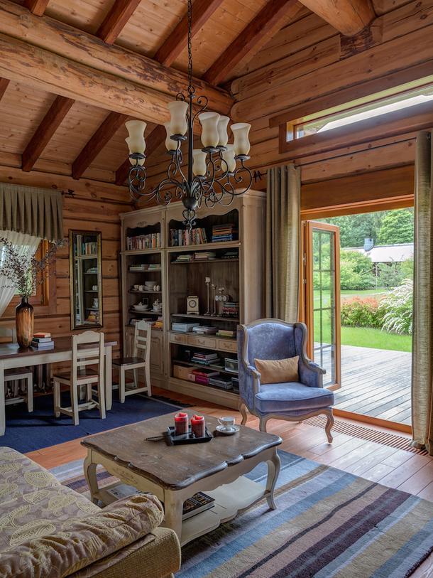 Планировка очень простая: холл, гостиная-кухня и спальня с ванной комнатой.