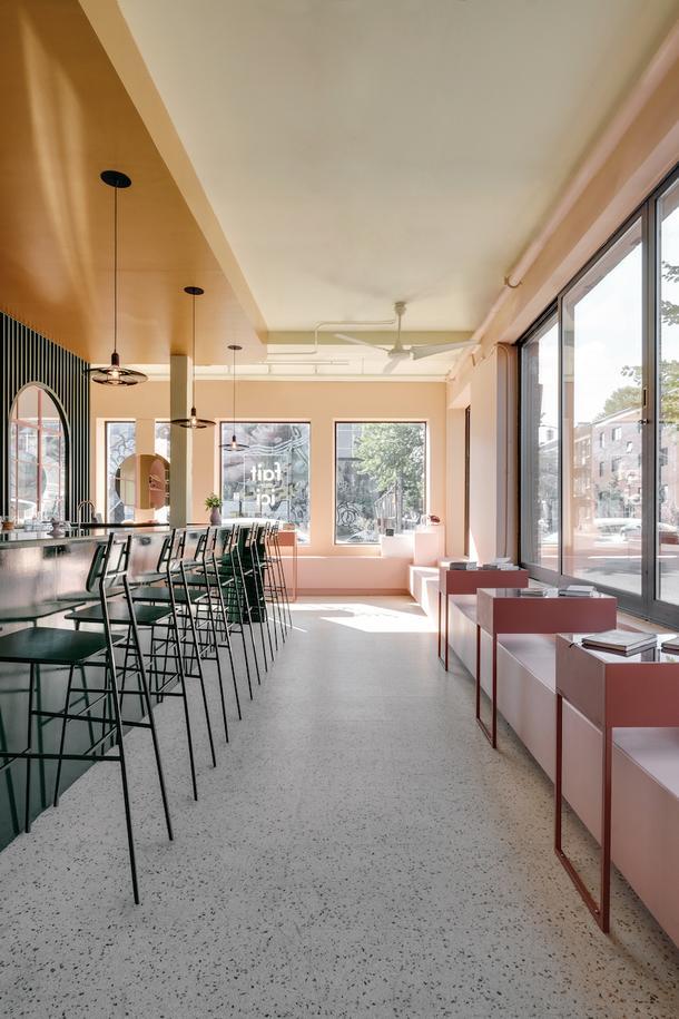 Гармоничное цветовое зонирование в кафе-бутике Pastel Rita в Монреале