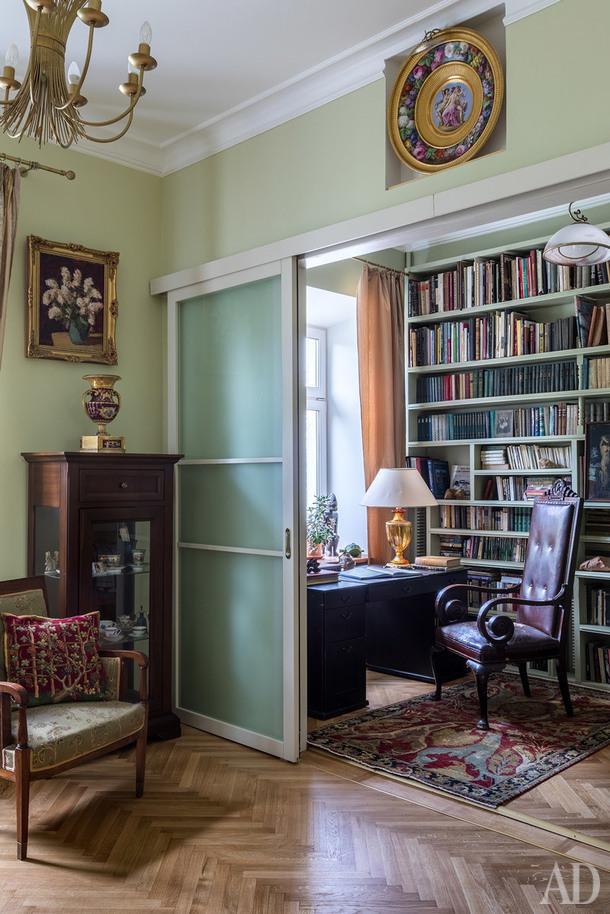 Фрагмент гостиной и кабинета. Ковер, koverstore.ru.