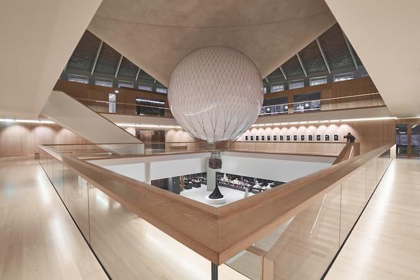 London Design Festival: интерактивный дирижабль в Музее Дизайна