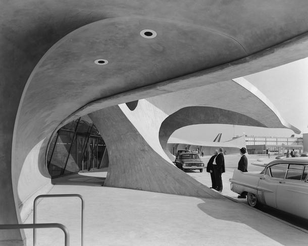 Эзра Столлер. Терминал TWA в Айдлуайлд (аэропорт им. Джона Ф. Кеннеди). <br /> Арх.: Ээро Сааринен. Нью-Йорк, шт. Нью-Йорк, 1962 © Ezra Stoller, Courtesy Yossi Milo Gallery, New York