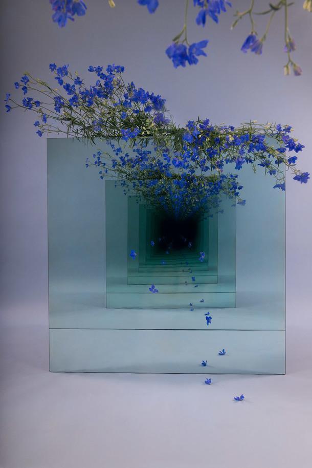 Завораживающие зеркальные инсталляции от Сары Мейохес