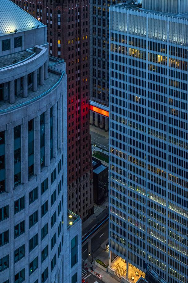 Мост между небоскребами в Детройте превратили в арт-объект