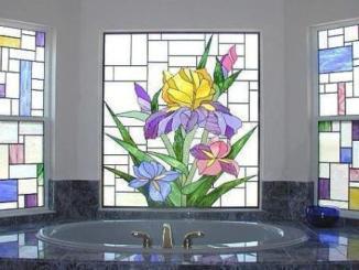 Эффектный дизайн ванной: витражи в ванной